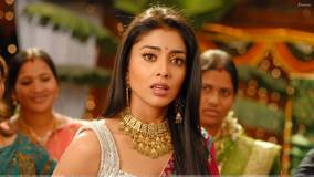 Shriya Saran Open Mouth N Pink Lips In Nuvva Nena